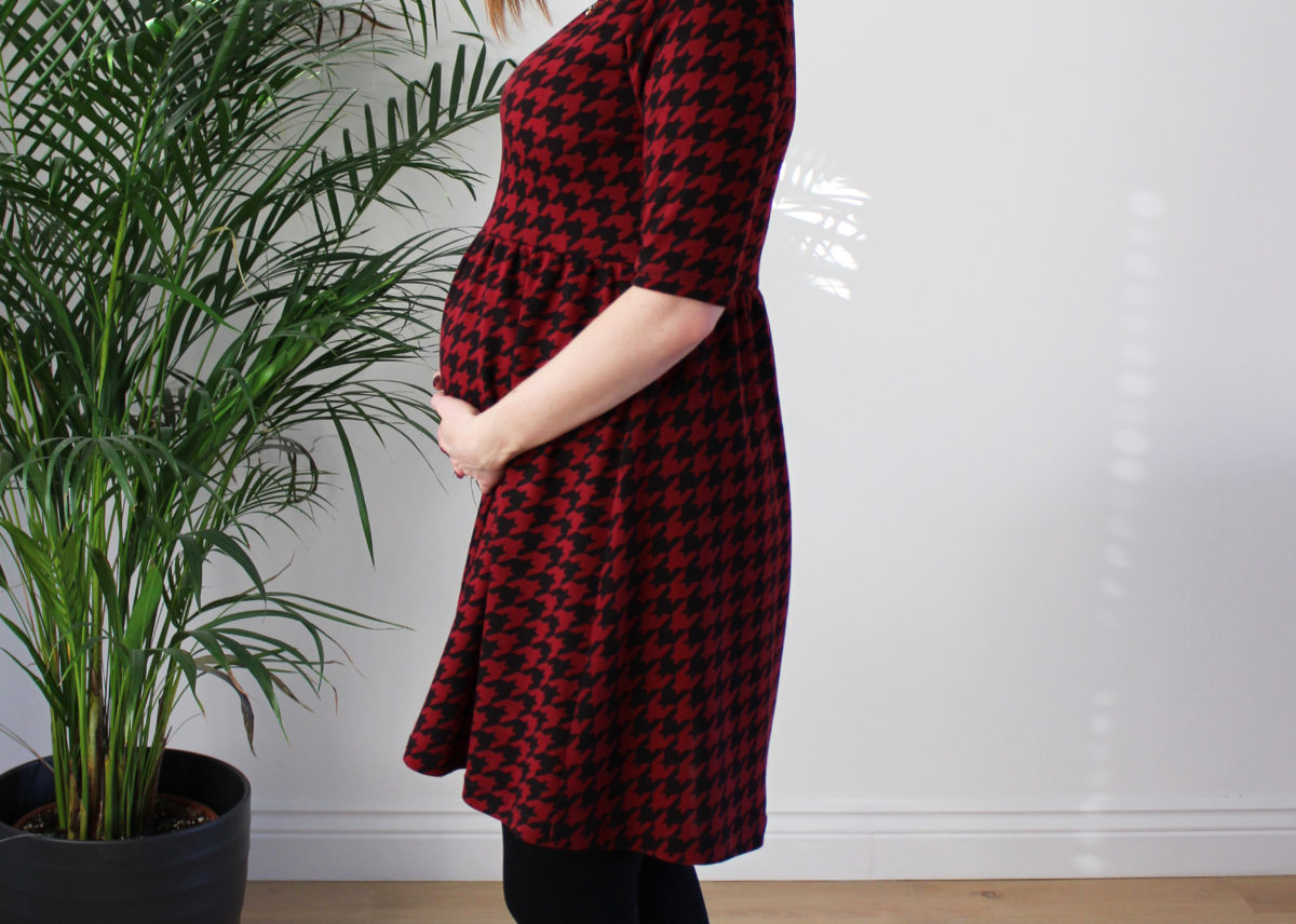 A Houndstooth Moneta, Maternity Style!